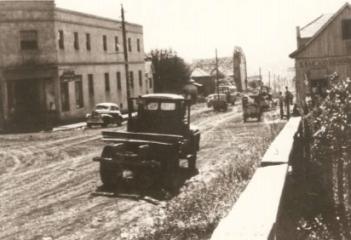 Rua 7 de setembro com a barão do Rio Branco - Déc. de 1950. Vê-se pré