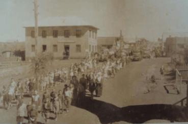 Rua 7 de setembro - 1955. Procissão religiosa