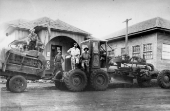 Troleiros em frente a Prefeitura - 1950