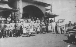 Moradores de Toledo, em frente à primeira Prefeitura - 1952